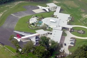 Travolta Jumbo House