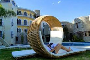 Interesting Outdoor Daybed